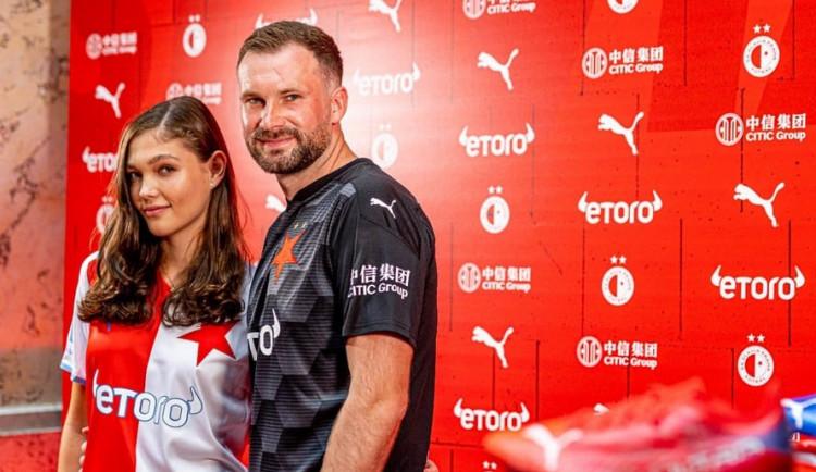 Nové dresy, vysoké cíle a zvýhodňování očkovaných fanoušků. Slavia představila novinky