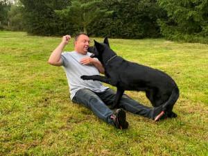 Pro psovoda znamenají pejsci celý život. Služební pes se stane členem rodiny, říká šéf středočeských policejních kynologů Richard Haas