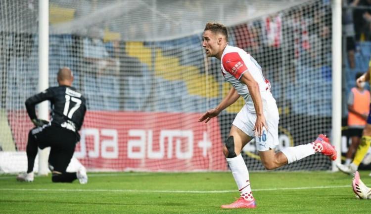 Slávisté vstoupili do ligové sezony výhrou 1:0 ve Zlíně. Vítězství zařídil Kuchta