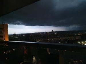 Do Prahy dorazí silné bouřky. Meteorologové varují také před silným deštěm