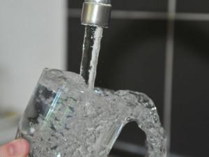 Pijte kohoutkovou vodu, vzkazuje město Pražanům. Leckdy je kvalitnější než balená
