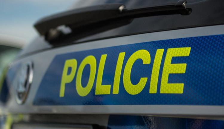 Řidič v Praze srazil chodce, který skončil v nemocnici. Policie hledá svědky nehody
