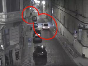 Strážníci dopadli cizince, kteří posprejovali fasády domů v centru Prahy