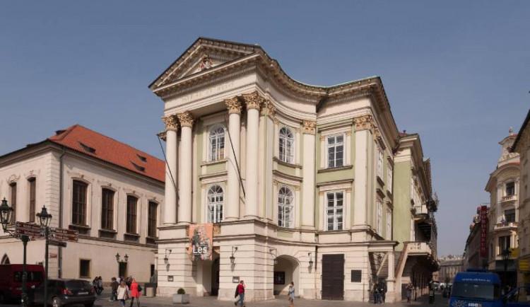 Stavovské divadlo je pod lešením. Opravy budou pokračovat i příští rok