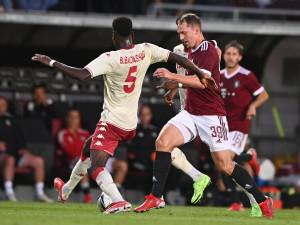 Sparta v úvodním utkání třetího předkola Ligy mistrů podlehla Monaku 0:2. Utkání provázelo rasistické skandování