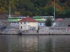Na nábřeží Edvarda Beneše nepojedou až do poloviny října tramvaje