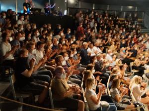 V divadlech začíná hlavní sezona. Lidé mohu zaplnit celé sály, musejí však mít roušku