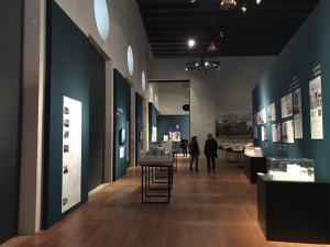 Jízdárna Pražského hradu hostí nejrozsáhlejší výstavu moderní architektury za posledních dvacet let