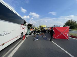 Vážná nehoda dvou autobusů uzavřela silnici ve směru na Pražský okruh