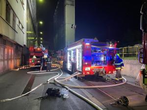 Při požáru v Praze hasiči evakuovali 24 osob. Byl vyhlášen druhý stupeň poplachu