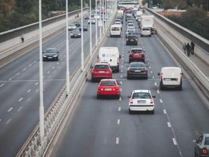 Pražané přesedají z tramvají a autobusů do aut. Počet cestujících MHD klesá