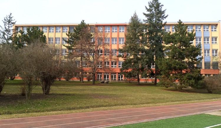 Kvůli šíření koronaviru se v Praze 3 od středy uzavře ZŠ Chmelnice