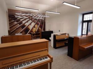 Po rekonstrukci se v Praze otevírá půjčovna klavírů