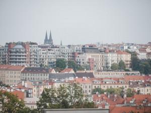 Na pražských domech budou fotovoltaické systémy. Elektřina z nich půjde jejich obyvatelům