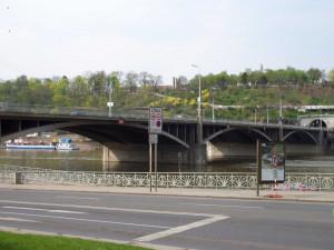 Po předchůdci Štefánikova mostu se začalo jezdit před 70 lety. Byl čtvrtým mostem přes Vltavu