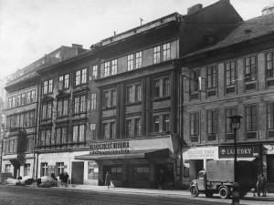 Švandovo divadlo dnes slaví 140. narozeniny. Scénu vlastnil i Vlasta Burian