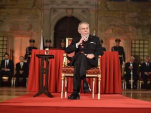 Na Pražském hradě by se letos po roční pauze měla předávat státní vyznamenání