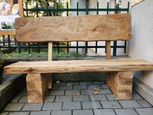 V Praze odhalili již pátou lavičku Jaroslava Foglara. Nachází se v Korunní ulici