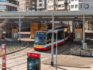 Tramvajovou trať u Pražské tržnice čeká rekonstrukce. Cestující se musejí připravit na omezení