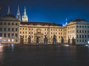 U Pražského hradu včera proběhl protest proti chování kanceláře prezidenta