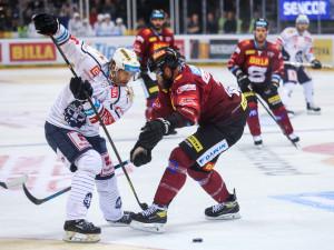 Hokejisté Kladna po nájezdech vyhráli na ledě Sparty 4:3