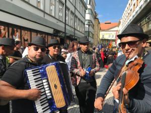 ANKETA: Soužití s Romy je podle většiny mladých Čechů problematické. Jak ho vnímáte vy?