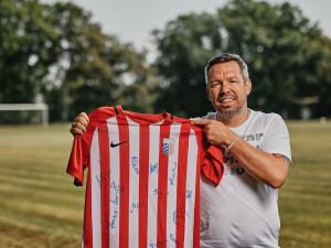 Místní chtějí oživit fotbal na Břevnově. Pomáhá jim Slavia i Pavel Horváth