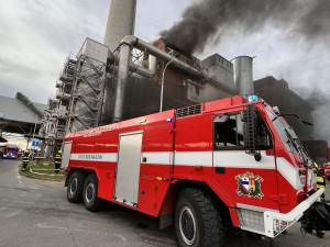 V Malešicích hoří v jedné z budov spalovny. Vyhlášen je třetí stupeň poplachu