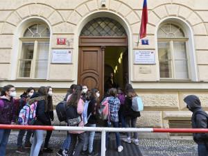 Počet nakažených školáků v Praze stoupá. Město doporučuje vyhlásit dvoudenní ředitelské volno