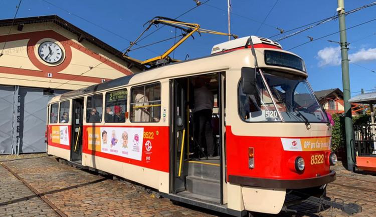 Do pražských ulic vyjela tramvaj šířící osvětu o mozkové mrtvici