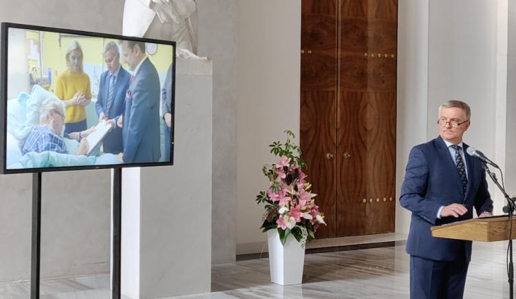 Hrad uspořádal další tiskovku. Zveřejnil záběry prezidenta z minulého týdne