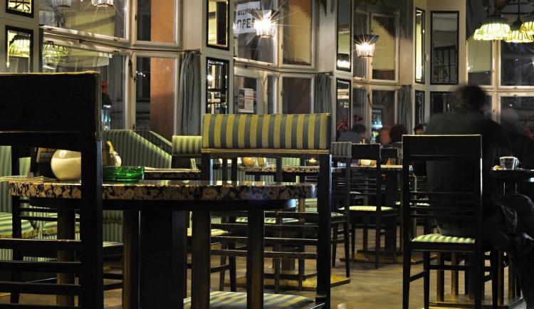 Někteří pražští restauratéři odmítají kontroly bezinfekčnosti hostů