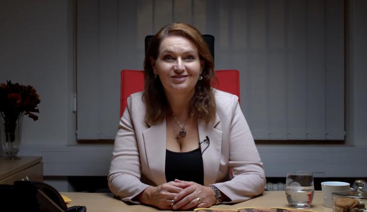 První žena v čele Univerzity Karlovy. Rektorkou se dnes stala Milena Králíčková