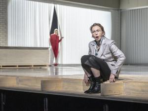 Premiéra nové hry Národního divadla se Zuzanou Stivínovou představí drama o ženě v přelomové době