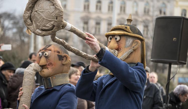 FOTOGALERIE: V Praze vrcholí Žižkovský masopust. Podívejte se na fotky z průvodu