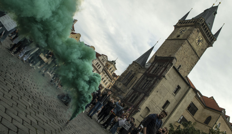 FOTOGALERIE: V Praze protestovaly stovky lidí proti policejnímu násilí