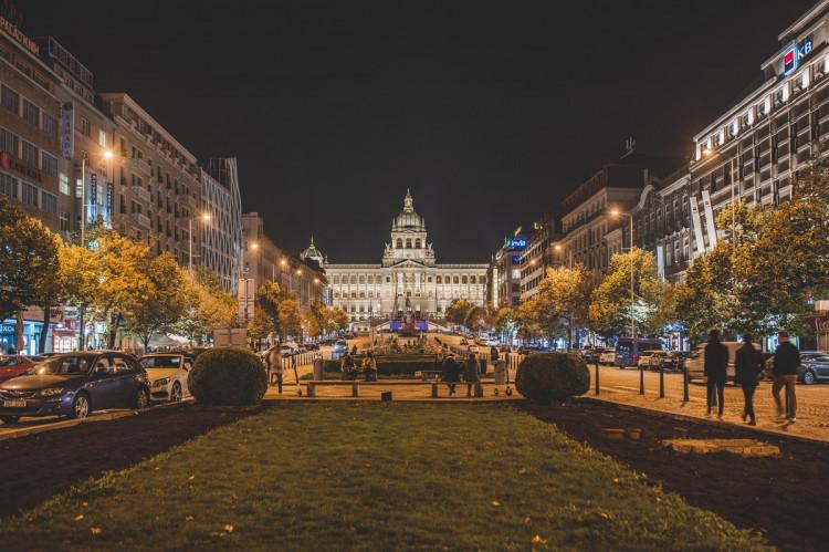 FOTOGALERIE: Vydejte se na procházku večerní Prahou. Z Václaváku přes Karlův most až na Hrad