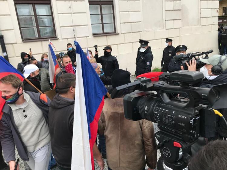 FOTOGALERIE: Vláda likviduje životy, naše práva a naši zem, znělo na demonstraci v Praze