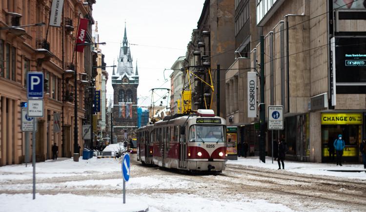 Sněhová peřina přikryla Prahu. Podívejte se na zasněžené hlavní město