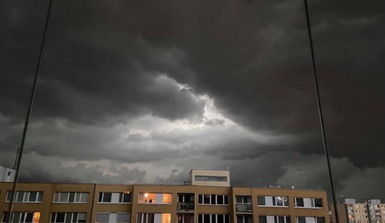 Obloha očima čtenářů. Podívejte se, jak vypadala včerejší bouřka v Praze